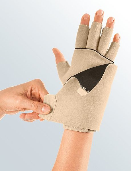 Medi Germany Circaid® Juxtafit® Essentials Glove With Dorsum Strap Glove with dorsum strap